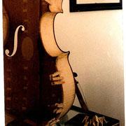 restauration de la couronne d'éclisses d'un violoncelle