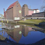 Der Holz- und Fabrikenhafen