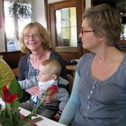 (Oma) Annemarie mit Mika, Nicole