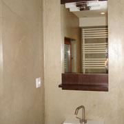 Salle de bain en stuc à la chaux