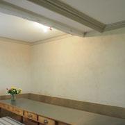 Enduit  de finition à l'argile (haut et sous bassement) et reste en peinture naturelle