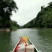 Mit dem Boot auf dem Nam Ou