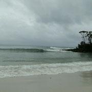 Jervis Bay - nur ein Paddler im Gummianzug ist im Wasser