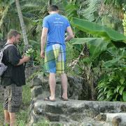 Mit Niclas und Jhonny beim Obstsammeln