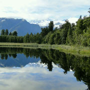 Perfekte Spiegelung im Lake Marheson, doch mit Wolken