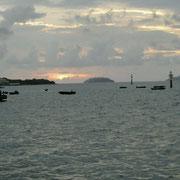 Der Himmel ueber dem Hafen ist wieder grau