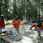Davi, Berbardo und James im Camp 4