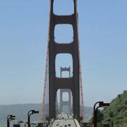 Blick auf die Brücke von der anderen Uferseite aus