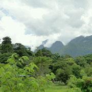 Die Berge stecken in Wolken