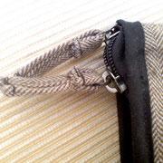 mit passenden Zipper-Bändchen