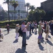 Vatikanische Gärten -  im Hintergrund der Petersdom