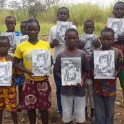 """21/01/19: Don de bandes dessinées d'Abel Boyi à l'ong Moriyya Nation en faveur des enfant de leur """"école de campagne"""" en République Centrafricaine."""