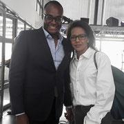 """Avec Audrey Pulvar lors de la conférence sur le monde connecté à l'institut du monde arabe à Paris le 27/06/07. Nous avons pu lui remettre l'ouvrage """"La jeunesse des quartiers face aux défis du patriotisme et de la cohésion sociale"""" (seed publications)."""