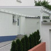 Carport und Vordach Farbe: weiß mit Glaseindeckung