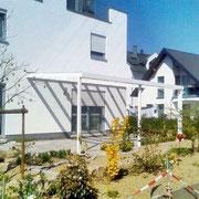 Aluminium Terrassendach weiß mit Stegplatten 16mm kaufen