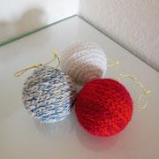 Umhäkelte Weihnachtskugeln   -   (c) Atelier Anne Sänger