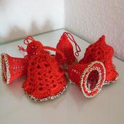 Gehäkelte Glöckchen in Rot und Gold   -   (c) Atelier Anne Sänger