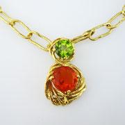 750er Gelbgoldanhänger mit Peridot und Feueropal an 750er Gelbgoldkette