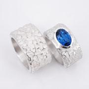 Archaische Silberringe mit blauem Stein