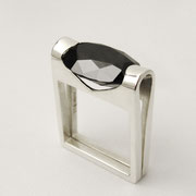 Ring, Silber mit schwarzem synthetischen Spinell