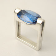 Ring, Silber mit synthetischem Spinell in London Blue