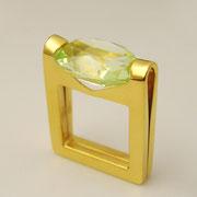Ring, feingoldplattiertes Silber mit hellgrünem synthetischen Spinell
