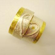 Gelbgold-Silberringe mit gelbem Saphir und Fingerprintlasergravur auf der Innenseite