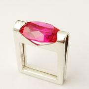 Ring, Silber mit pinkem synthetischen Korund