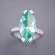 Silberring mit hellgrünem synthetischen Spinell