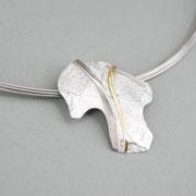 Kettenanhänger, Silber mit Palladiumweißgold- und Gelbgold-Streifen an Edelstahlseilcollier