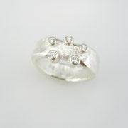 Feinsilberring aus 1000er Silber mit fünf Brillanten