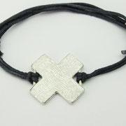 Armband, Feinsilberkreuz aus 1000er Silber an Lederband