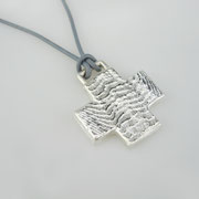 Feinsilberanhänger, geometrisches Kreuz aus 1000er Silber an Lederband