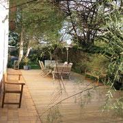 table d'hôte en terrasse de LA VILLA EN BAIE prendre ces petits déjeuners au soleil