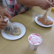▲ポリ袋で調理したお米が出来上がりました。
