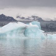 L'Islande, un lac et des icebergs