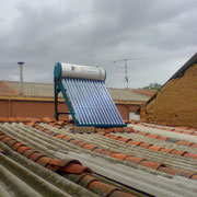 Equipo solar térmico, termosifónico de tubos de vacío