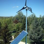 Instalación híbrida eólico-solar, en Centro Universitario