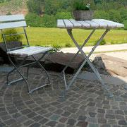 Hauseingang mit Natursteinpflaster im Segmentbogen