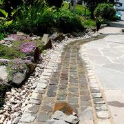 Bachlauf aus Natursteinen