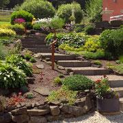 Treppenanlage aus Naturbordsteinen