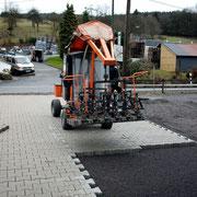 Verlegung Betonsteinpflaster mit selbstfahrender Pflastermaschine