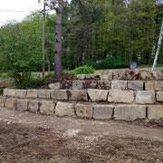 Findlingsmauer im Rohbau