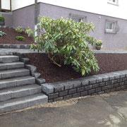 Treppe aus Betonstufen mit Gebrochener Vorderansicht