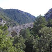 Un endroit impressionnant  où la route fait plus d'une boucle entière sous son propre pont