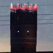 Wasserturm mit Wichernkranz zur Weihnachtszeit
