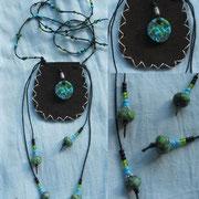 6.5 x 6 cm, Leder mit Fimoperlen, gewachster Baumwolle und Glasperlen, 20.-