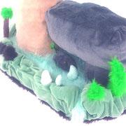 作品の背面側には、水や樹や土の親子をイメージしたものを配しました。岩の赤ちゃんもいます。