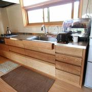 自然素材の家のキッチン