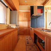 杉で作ったキッチンです